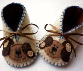 Baby boy booties with cute puppies. Size newborn to 3M ready to ship.