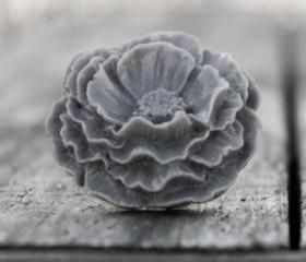 Large Grey Flower Poppy Rose Ring in a Vintage Style - Smoke