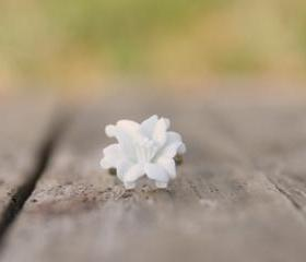 White Lily Flower Adjustable Ring Vintage Style - Dove