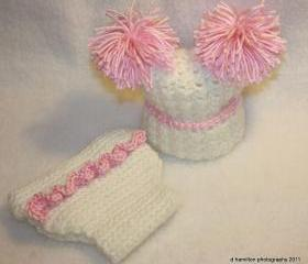 Pompom hat and ruffled diaper cover set