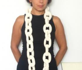 Big Alcatraz, crochet chain neckwarmer, necklace in off white