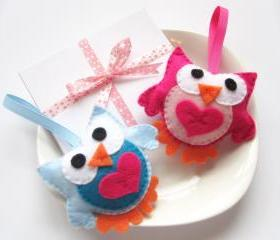 Felt owls, two cute pink and blue owls A125