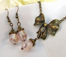 Romantic jewelry set, pink necklace and matching earrings, vintage style