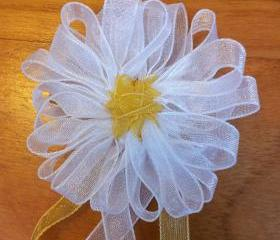 Romantic Daisy Hairclips: flower accessories in your hair