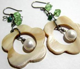 Brown Lip Shell Flower w/White Swarovski Pearl dangling in it and 4mm/8mm Green Swarovski Crystals - Gunmetal