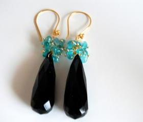 Long black onyx and blue chalcedony chips earrings