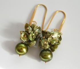 Green fresh water pearl and keishi pearl earrings