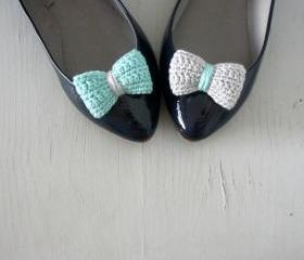 Opposites attract. Crochet bow shoe clips. Mint and grey.