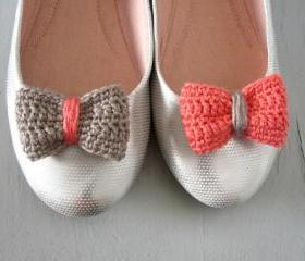 Opposites attract. Crochet bow shoe clips.Coral and sand.