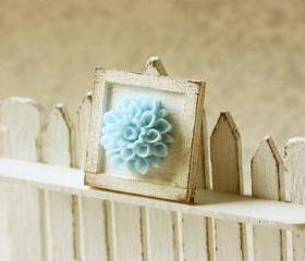 Dollhouse Accessories -Shabby Chic Framed Flower Applique Decoration 
