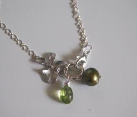 Sterling silver Bracelet with Peridot, pearl and charm
