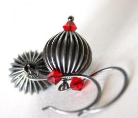 black and red - metal and swarovski earrings - vamp - halloween goth