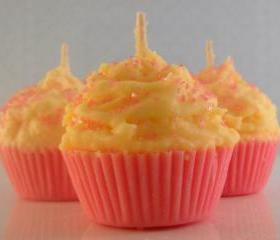 4 Mini Pink Lemonade Cupcake Candles...Made with all natural soy wax