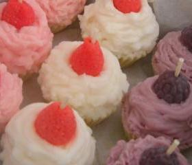 Mini soy cupcake candle sampler, gift set, Vanilla Buttercream, Strawberry Shortcake, Raspberry Cream