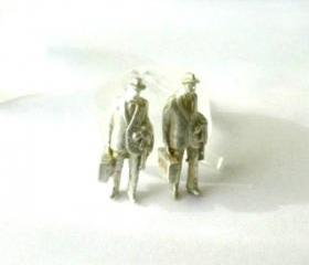 Stud earring sterling silver-Handmade-Travelers-Lost wax method-Men with suitcases-Modern-Figure