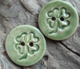 Four leaf clover soft green speckled button