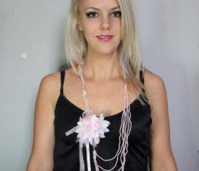 1920s pink necklace and brooch combo