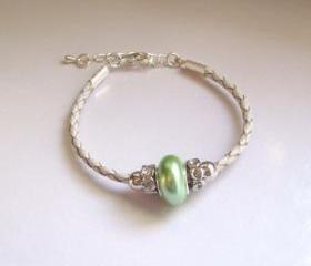 Mellow green shell pearl bracelet, minimal feminine gift