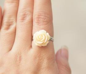 La Rose Cream orange resin ring
