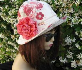 Creme Red Print Cloche Womens