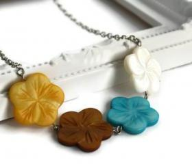 Chunky necklace, Hawaiian flowers in blue, brown, yellow and white lake shells beads. Beach resort jewelry.