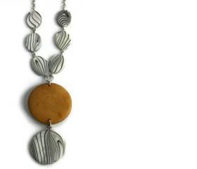 Chunky necklace in brown, black and white lake shells and wood beads. Perfect summer fashion necklace. Wood necklace.