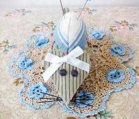 mouse pincushion with sweet white bow