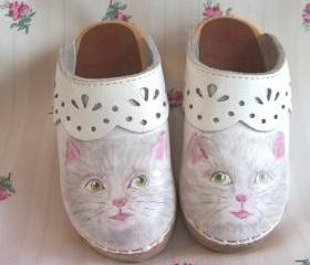 Toddler Girl Shoes Clogs Kitty Size 9 Euro 26 white pink Hand Painted shabby