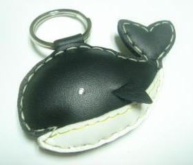 New Umi the Whale Leather Keychain ( Black )