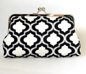 Silk Lined Black and White Lattice Frame Kisslock Clutch Lined in Pink