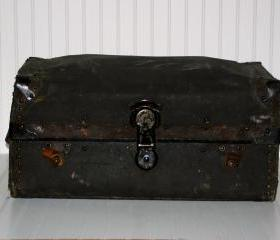 Vintage Suitcase / Vintage Trunk