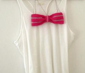 Crochet bow necklace. Fuschia, lilac cotton yarn