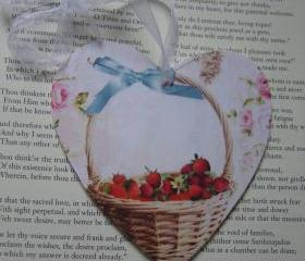 Wooden Heart with strawberry basket design