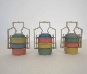 set of 3 plastic vintage food carrier / pot miniature for doll house