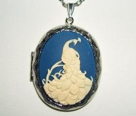 PEACOCK CAMEO Necklace Locket Pendant Beautiful Bird Cascading Tail Feathers