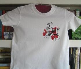 panda on red tricycle - toddlers t-shirt