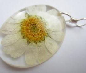 Dried Flower Resin Pendant, Pressed Flower Pendant, Cabochon Pendant, Real Flower Jewellery, Daisy Pendant