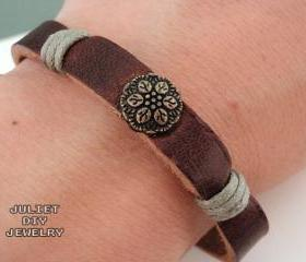 Simple leather bracelet with brass flower button