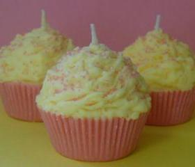 Cupcake Candle Pink Lemonade Scented Soy Wax