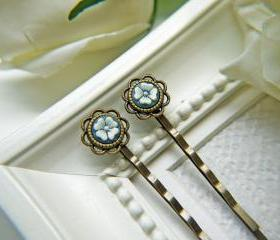 Vintage White And Blue Flower Cabochon Hair PIns. Antique Brass Finish Flower Setting Bobby Pins