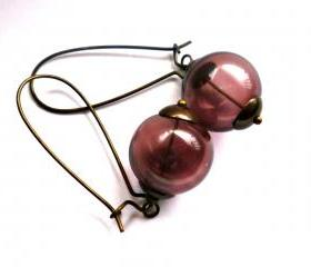 Grapes. Vintaj bead caps, antique brass kidney ear wires, Vintaj wire. Purple lampwork hollow glass. Glass purple earrings. Bohemian. Simple. Earrings. Purple and brown.
