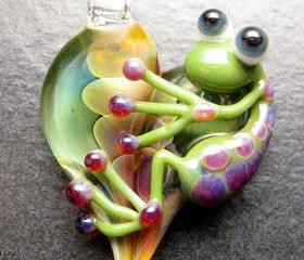 Heart pendant - Glass lampwork jewelry charm - Boomwire Glass