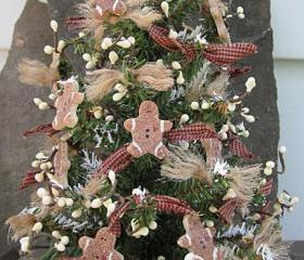 Tabletop Christmas Tree - Primitive/Country with Salt Dough Gingerbread Men