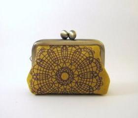 Mini frame jewelry case with ring pillow-brilliant lace on mustard