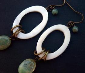 Mother Of Pearl Hoop earrings-Green agate & Nacre Boho Earrings