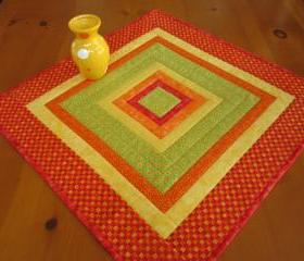 Quilted Table Topper bright Squared
