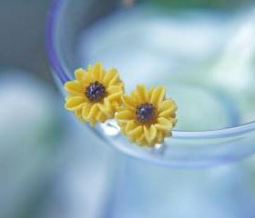 Petite Yellow Sunflower Post Earrings. Hypoallergenic Titanium Posts