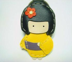 Sakura the Geisha Doll leather keychain ( Yellow )