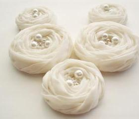  Ivory Fabric Roses Handmade Appliques Embellishment 5 pcs