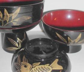 saki set in black and dark red vintage 60s with koi decoration in gold